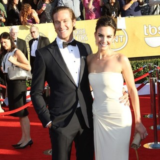 Armie Hammer, Elizabeth Chambers in The 18th Annual Screen Actors Guild Awards - Arrivals