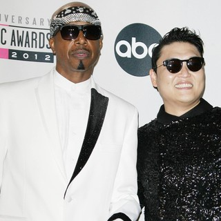 MC Hammer, PSY in The 40th Anniversary American Music Awards - Press Room