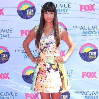 Hannah Simone in The 2012 Teen Choice Awards - Arrivals