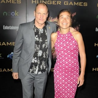 Woody Harrelson, Laura Louie in Los Angeles Premiere of The Hunger Games - Arrivals