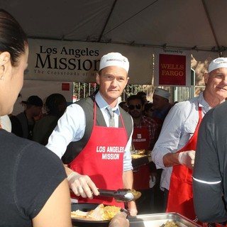 Neil Patrick Harris, Stephen Collins in The Los Angeles Mission's Thanksgiving for Skid Row Homeless