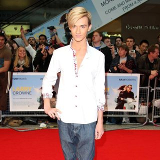 Harry Derbridge in Larry Crowne UK Premiere - Arrivals