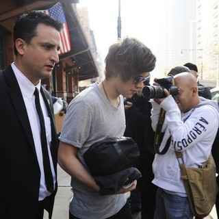 Harry Styles Carrying A Toiletry Bag, Is Seen Leaving The Hotel That He and Taylor Swift Arrived - harry-styles-seen-leaving-the-hotel-05