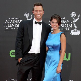 Justin Hartley, Lindsay Korman in The 36th Annual Daytime Emmy Awards - Arrivals