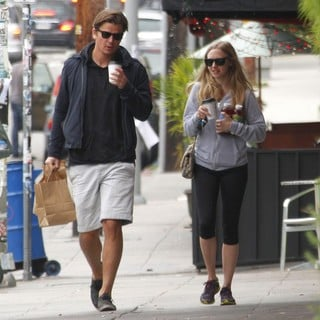 Amanda Seyfried and Josh Hartnett Grab A Take Away Coffee in Los Feliz
