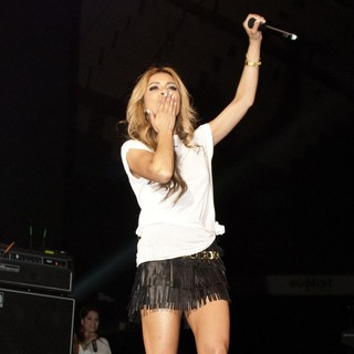 Havana Brown in 103.5 KISS FM Chicago 2012 Fantabuloso Concert