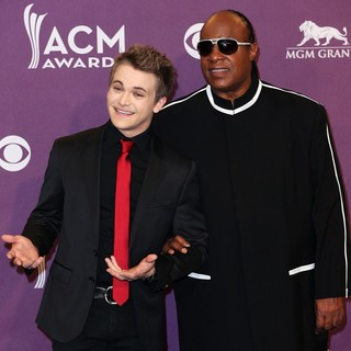 Stevie Wonder in 48th Annual ACM Awards - Press Room - hayes-wonder-48th-annual-acm-awards-press-room-04