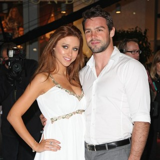 Una Healy, Ben Foden in The Twilight Saga's Breaking Dawn Part I UK Film Premiere - Arrivals