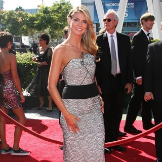 Heidi Klum in 2013 Primetime Creative Arts Emmy Awards - Arrivals