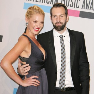 Katherine Heigl, Josh Kelley in 2011 American Music Awards - Press Room