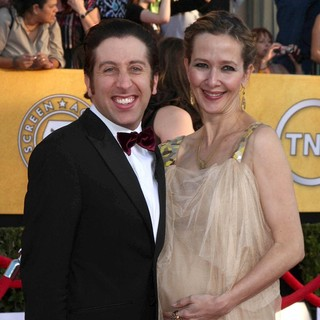 Simon Helberg, Jocelyn Towne in The 18th Annual Screen Actors Guild Awards - Arrivals
