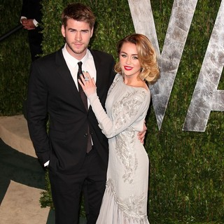 Liam Hemsworth, Miley Cyrus in 2012 Vanity Fair Oscar Party - Arrivals