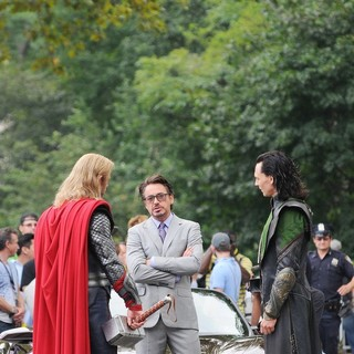 Chris Hemsworth, Robert Downey Jr., Tom Hiddleston in Actors on The Set of The Avengers Shooting on Location in Manhattan