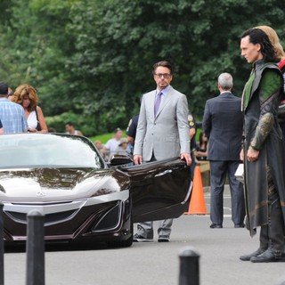 Robert Downey Jr., Tom Hiddleston, Chris Hemsworth in Actors on The Set of The Avengers Shooting on Location in Manhattan