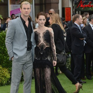 Chris Hemsworth, Kristen Stewart in World Premiere of Snow White and the Huntsman - Arrivals