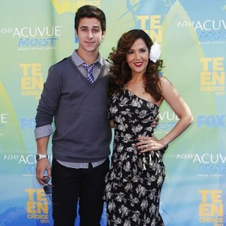 David Henrie in 2011 Teen Choice Awards - henrie-barrera-2011-teen-choice-awards-01