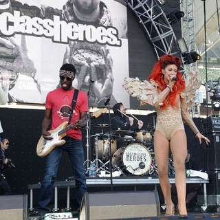 Gym Class Heroes, Neon Hitch in 102.7 KIIS FM's Wango Tango 2012 - Show