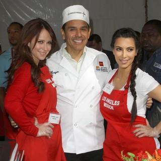 Jennifer Love Hewitt, Antonio Villaraigosa, Kim Kardashian in 75th Anniversary of The Los Angeles Mission Serving Thanksgiving Dinner to The Homeless