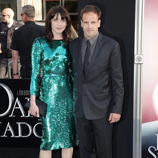 Michele Hicks, Jonny Lee Miller in Dark Shadows Premiere