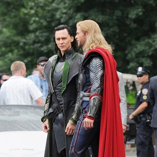 Tom Hiddleston, Chris Hemsworth in Actors on The Set of The Avengers Shooting on Location in Manhattan