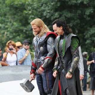 Chris Hemsworth, Tom Hiddleston in Actors on The Set of The Avengers Shooting on Location in Manhattan