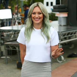 Hilary Duff Appears on Extra