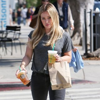 Hilary Duff Picks Up Drinks from Starbucks