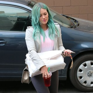 Hilary Duff Showing Off Her New Hair Color
