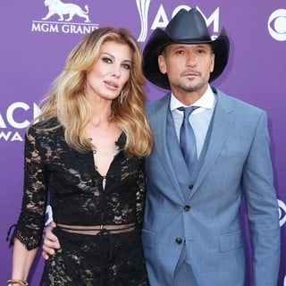 Faith Hill in 48th Annual ACM Awards - Arrivals - hill-mcgraw-48th-annual-acm-awards-01