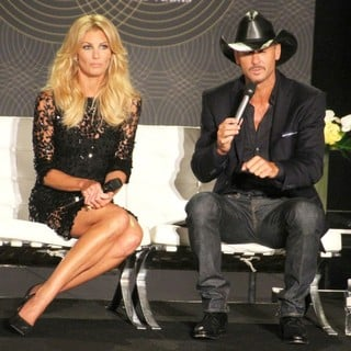 Faith Hill, Tim McGraw in Tim McGraw and Faith Hill Hold A Town Hall Style Press Conference to Promote Their Soul2Soul Show