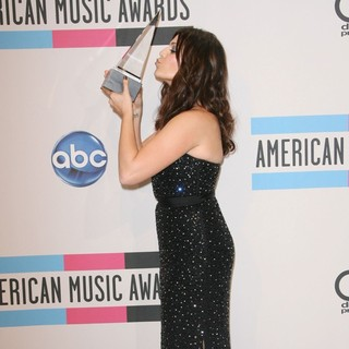 Hillary Scott, Lady Antebellum in 2011 American Music Awards - Press Room