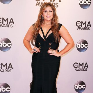Lady Antebellum in 48th Annual CMA Awards - Red Carpet - hillary-scott-48th-annual-cma-awards-01