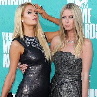 Paris Hilton, Nicky Hilton in 2012 MTV Movie Awards - Arrivals