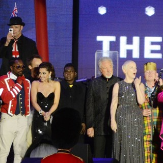 Jools Holland, will.i.am, Cheryl Cole, Tom Jones, Annie Lennox, Elton John in The Diamond Jubilee Concert