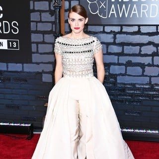 Holland Roden in 2013 MTV Video Music Awards - Arrivals