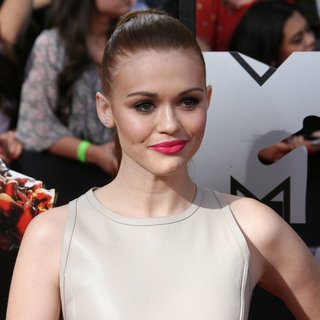 Holland Roden in MTV Movie Awards 2014 - Arrivals
