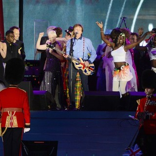 Jools Holland, will.i.am, Cheryl Cole, Annie Lennox, Paul McCartney, Robbie Williams in The Diamond Jubilee Concert