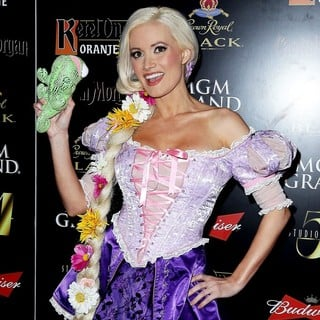 Holly Madison in The 3rd Annual Hollyween - Arrivals