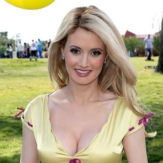 Holly Madison - Holly Madison Makes An Appearance at Animal Foundation's Forever Home Family Picnic