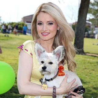 Holly Madison in Holly Madison Makes An Appearance at Animal Foundation's Forever Home Family Picnic