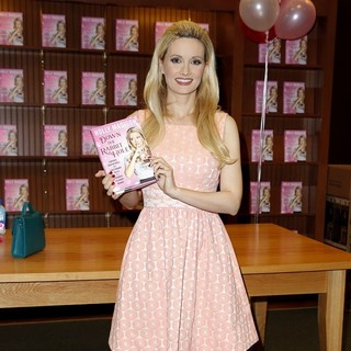 Holly Madison - Holly Madison Las Vegas Book Signing