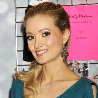 Holly Madison in Holly Madison Promoting Her New Line of Dog Toys Lucky Pet Products! - Day 2