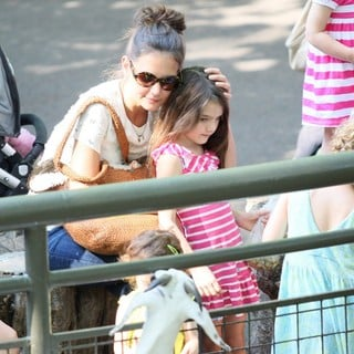 Katie Holmes, Suri Cruise in Katie Holmes and Suri Cruise Spend The Afternoon at The Central Park Zoo
