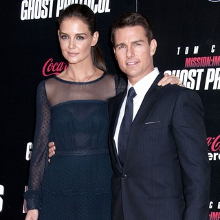 Katie Holmes in New York Premiere of Mission: Impossible Ghost Protocol - holmes-cruise-new-york-premiere-mi-ghost-protocol-03