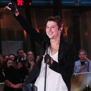 Nash Overstreet, Hot Chelle Rae in Hot Chelle Rae Perform at The Toyota Concert Series on The Today Show