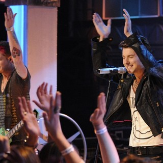 Nash Overstreet, Ryan Follese, Hot Chelle Rae in Hot Chelle Rae Performs Live on New.Music.Live to Promote Their Upcoming Album Whatever