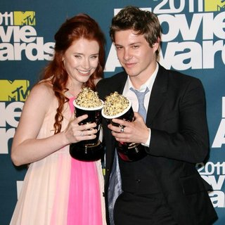 Xavier Samuel in 2011 MTV Movie Awards - Press Room - howard-samuel-2011-mtv-movie-awards-press-room-01