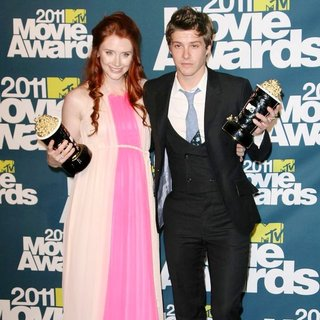 Bryce Dallas Howard, Xavier Samuel in 2011 MTV Movie Awards - Press Room