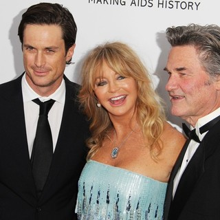 Oliver Hudson in 2013 amfAR Inspiration Gala Los Angeles Presented by MAC Viva Glam - hudson-hawn-russell-2013-amfar-inspiration-gala-01