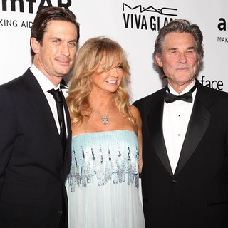 Oliver Hudson in 2013 amfAR Inspiration Gala Los Angeles Presented by MAC Viva Glam - hudson-hawn-russell-2013-amfar-inspiration-gala-02